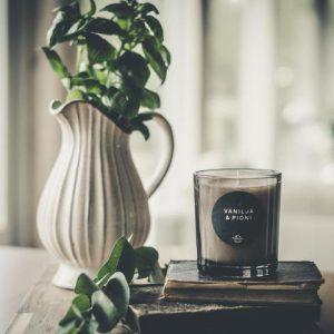 Vanilja & Pioni tuoksukynttilä – Vegaaninen